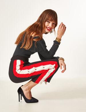 pantalon avec pressions noir, rouge et écru