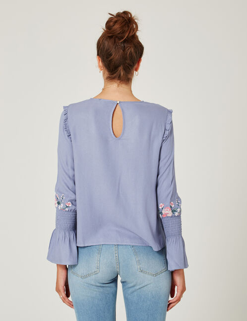 blouse brodée bleu clair