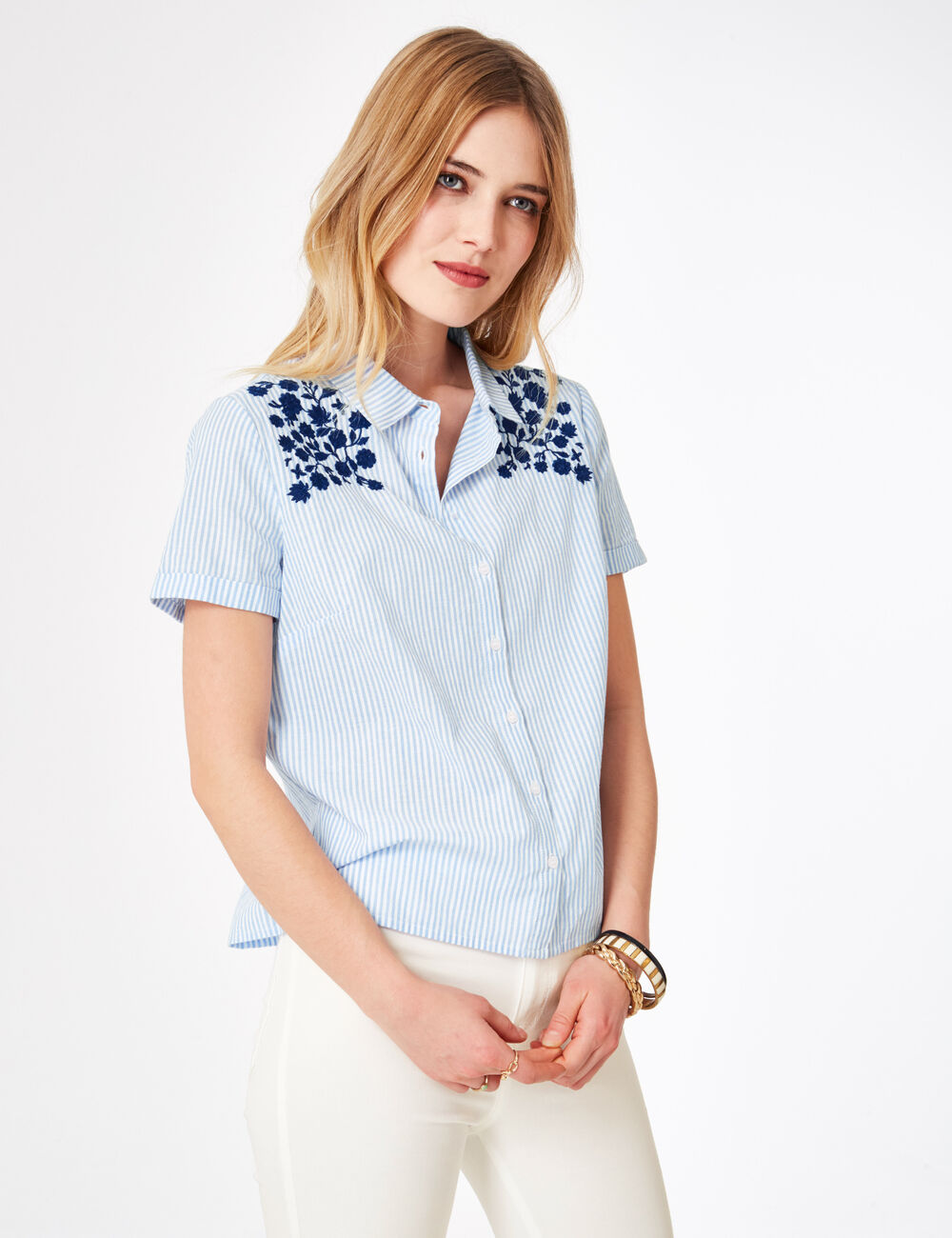 chemise ray e avec broderies bleu clair et blanche femme jennyfer. Black Bedroom Furniture Sets. Home Design Ideas