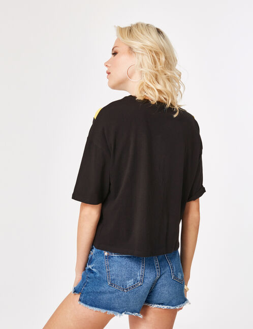 Black, yellow and white T-shirt with a chevron motif