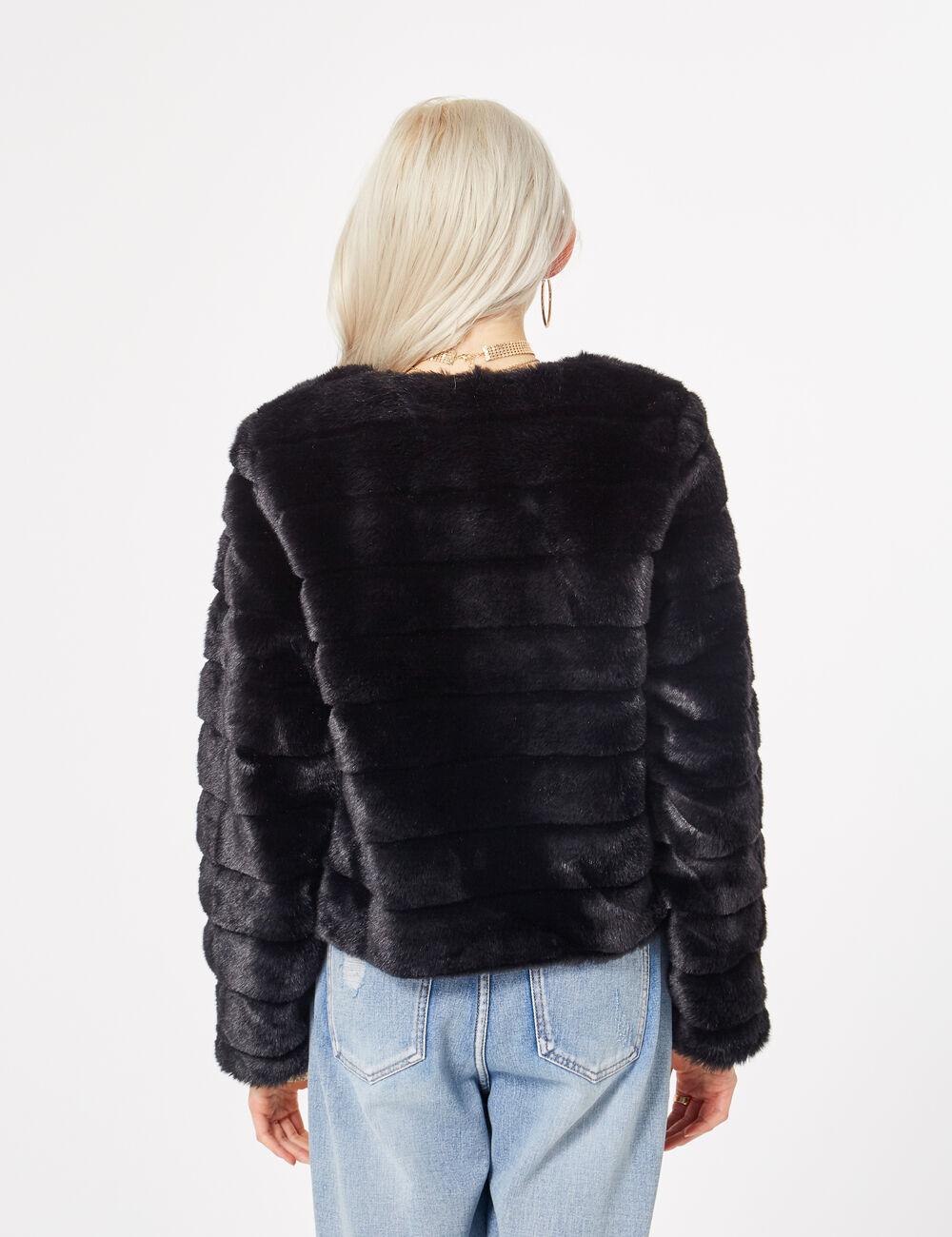 veste imitation fourrure noire femme jennyfer. Black Bedroom Furniture Sets. Home Design Ideas