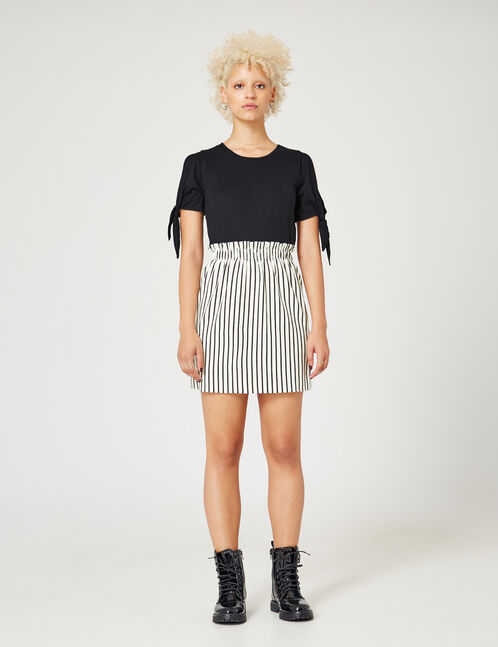 Black T-shirt with tie-fastening sleeves