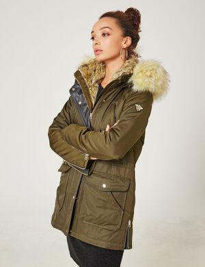 Product Parka femme, kaki, longue, 6 poches devant, lien de resserage à la taille, zips déco, capuche avec fausse fourrure amovible, fermeture zippée boutonnée, manches longues.Marque Jennyfer Catégorie vestes + manteaux