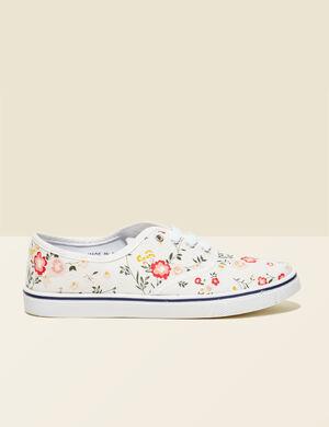 baskets en toile fleuries écrues