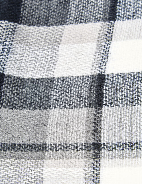 écharpe à carreaux blanche et noire