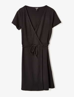 Product Robe femme, noir, maille côtelée, forme portefeuille, décolleté v, manches courtes.Marque Jennyfer Catégorie robes