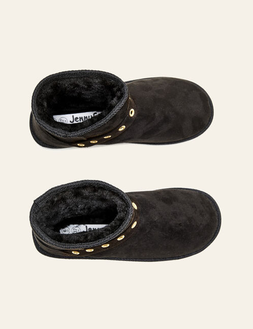 Black fur boots with eyelets