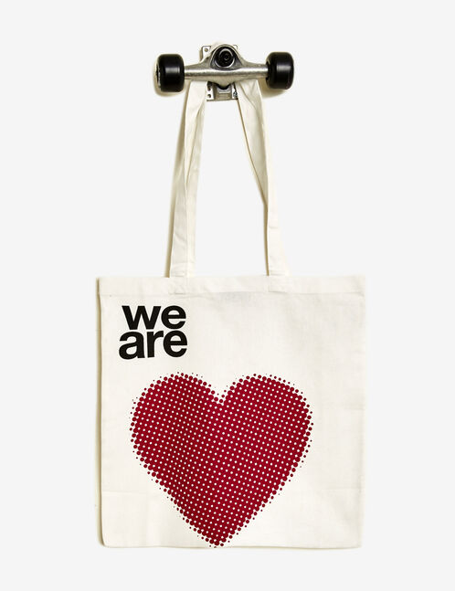 White tote bag with heart print
