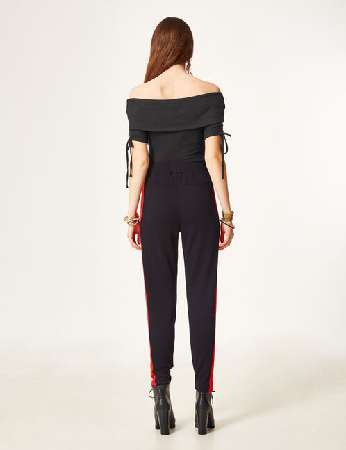 Black and red crêpe joggers