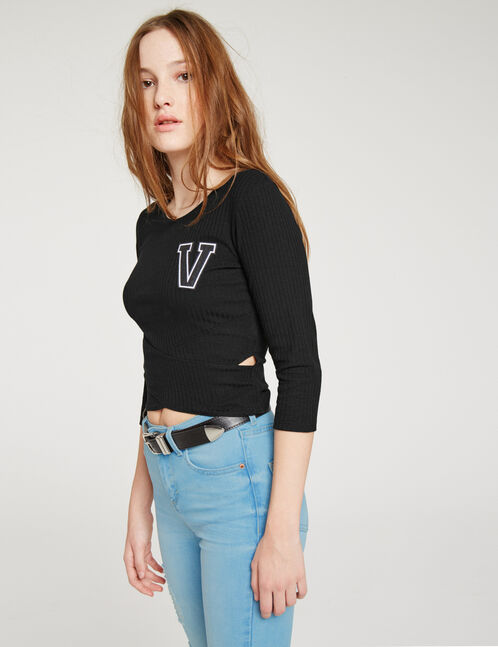 Crossover top with black patch