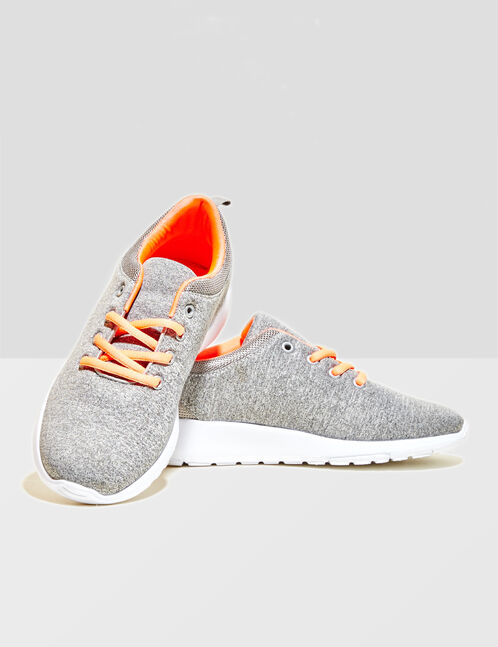 chaussures fitness gris chiné et corail fluo