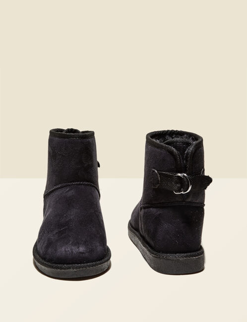 Flat black fur-lined boots