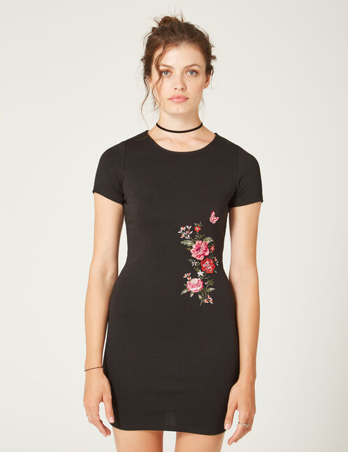 robe avec fleurs brodées noire