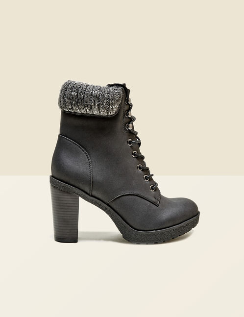 Black boots with knitted detail