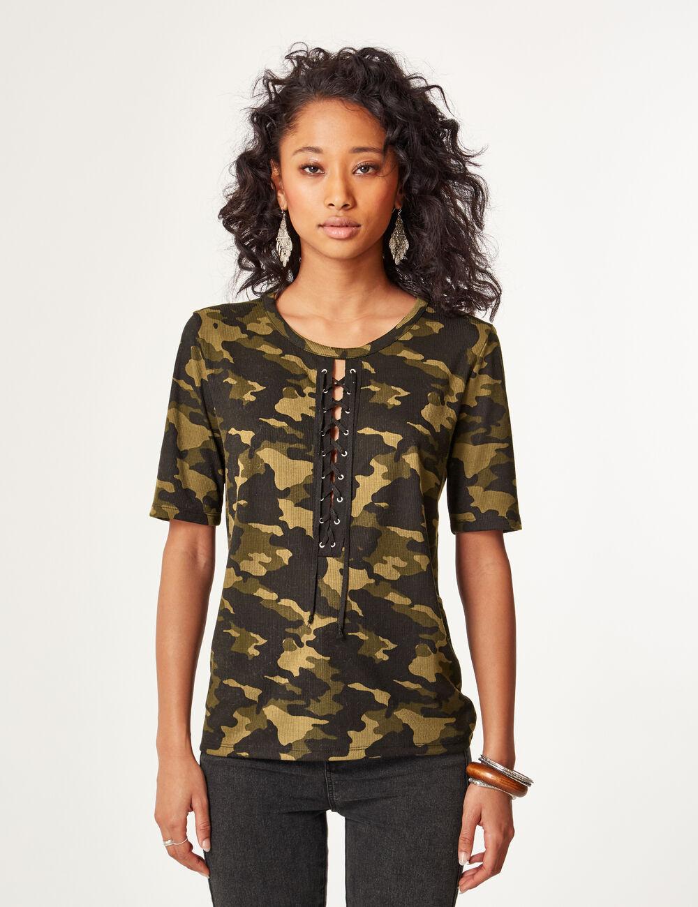 tee shirt avec la ages camouflage kaki femme jennyfer. Black Bedroom Furniture Sets. Home Design Ideas