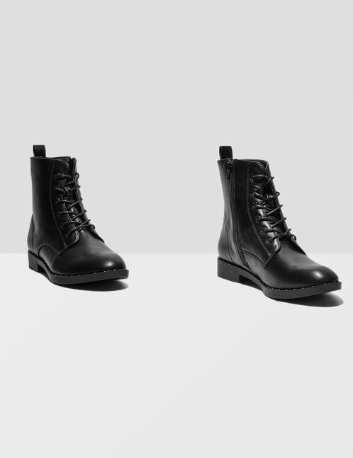 bottes avec petits clous noires