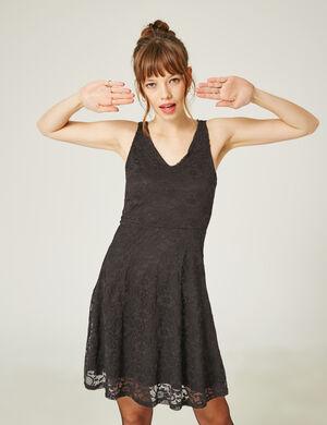 Product Robe femme, noir, dentelle, ouverture dans le dos, évasée, décolleté v, larges bretelles.Marque Jennyfer Catégorie robes