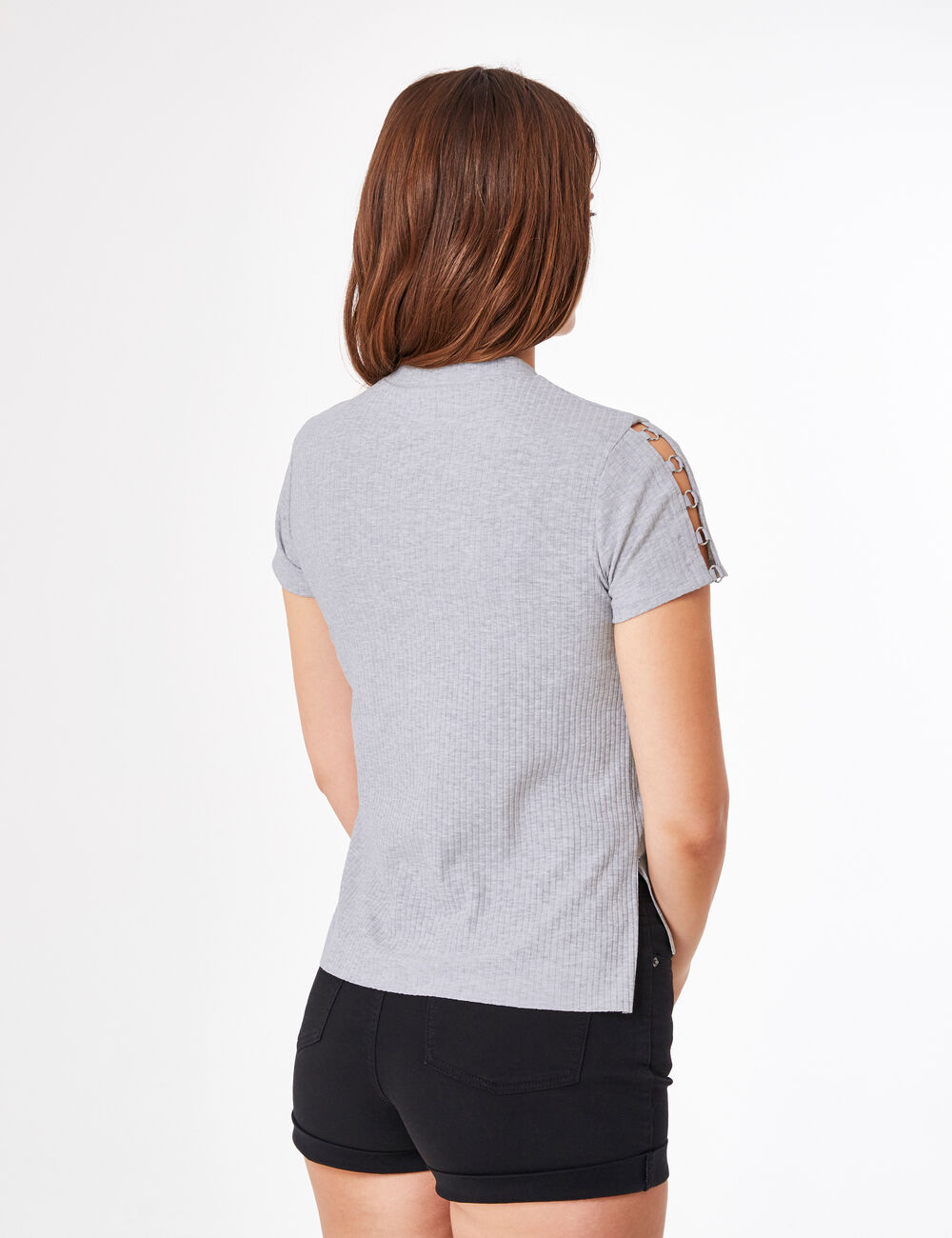 tee shirt avec anneaux gris chin femme jennyfer. Black Bedroom Furniture Sets. Home Design Ideas