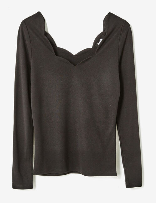 Black t-shirt with scalloped neckline