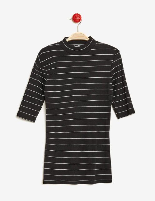 Black and white striped ribbed T-shirt