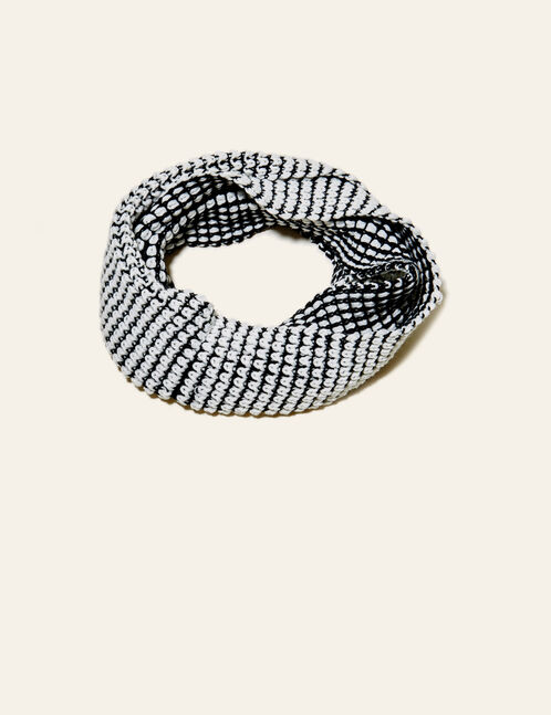 Black and white textured snood