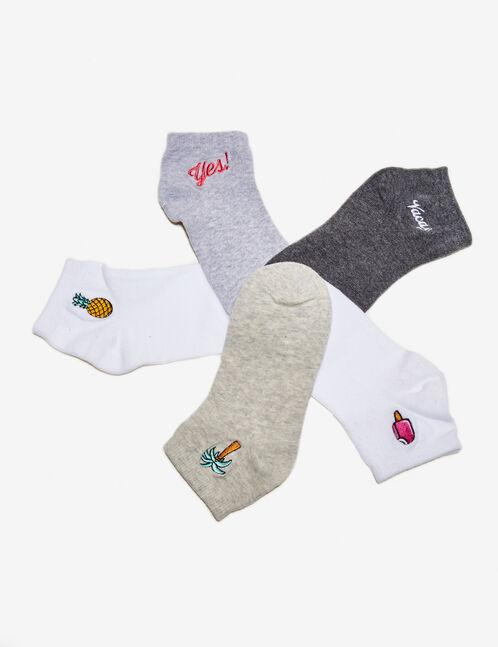 chaussettes brodées blanches, beiges et grises