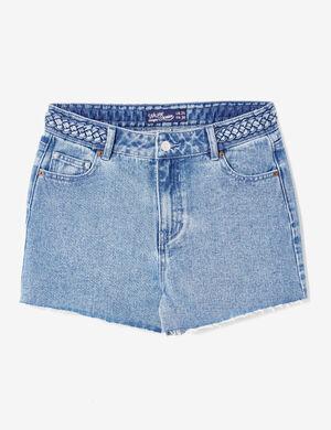 Product Short en jean femme, medium blue, taille haute, détail tressé à la taille, 5 poches, finitions bords francs.Marque Jennyfer Catégorie shorts