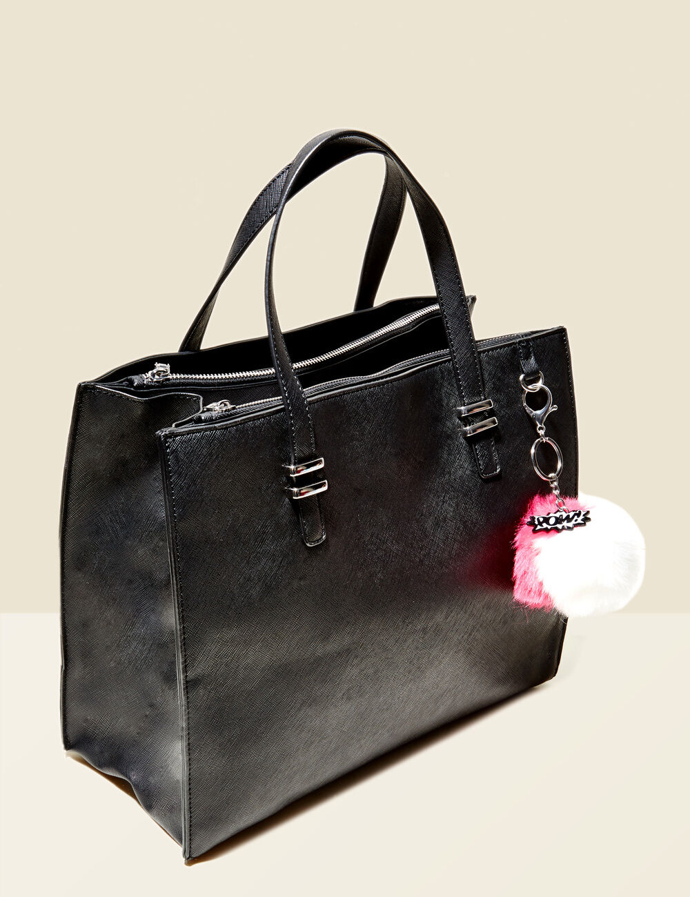 sac main avec pompon noir femme jennyfer. Black Bedroom Furniture Sets. Home Design Ideas
