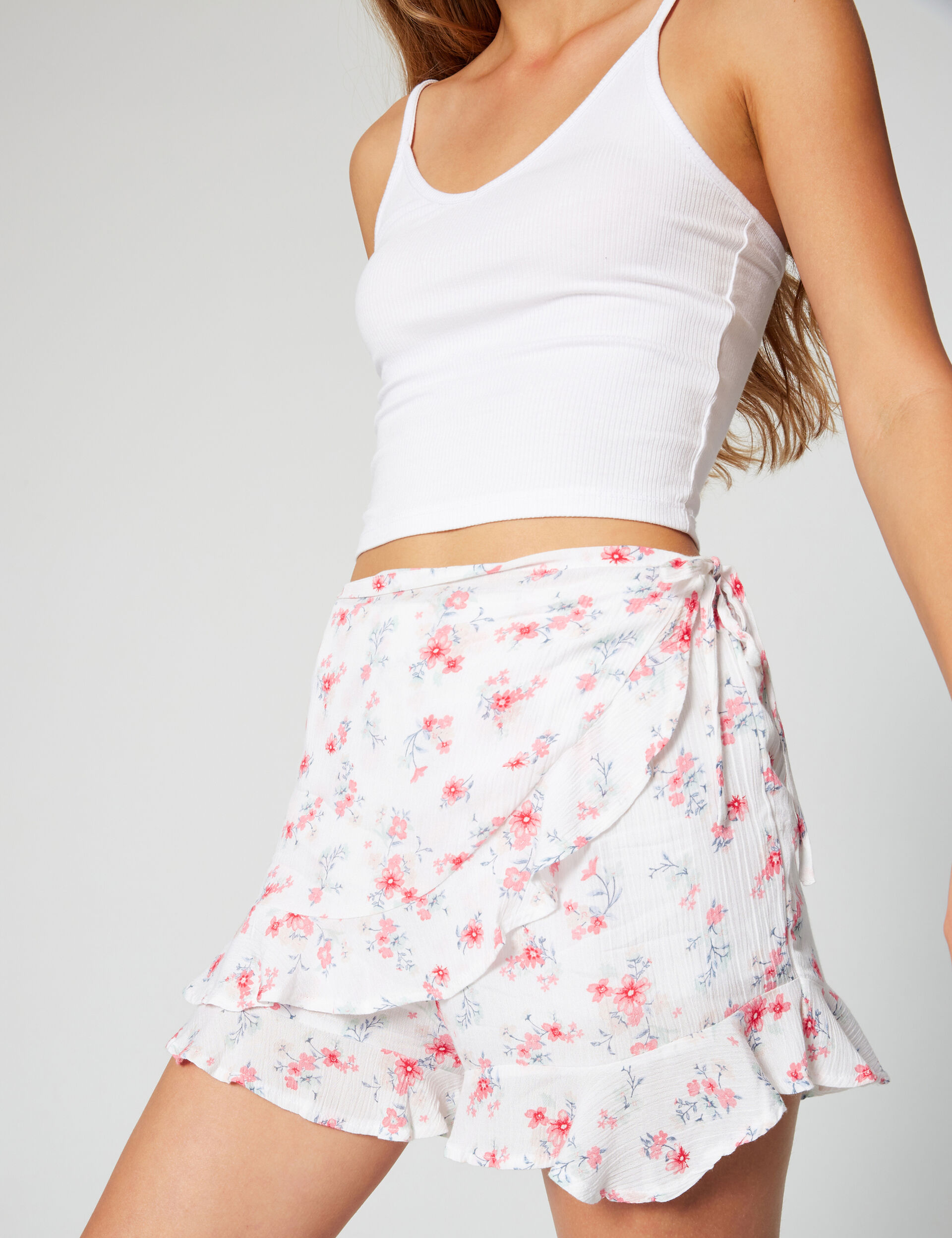 Printed shorts with frills