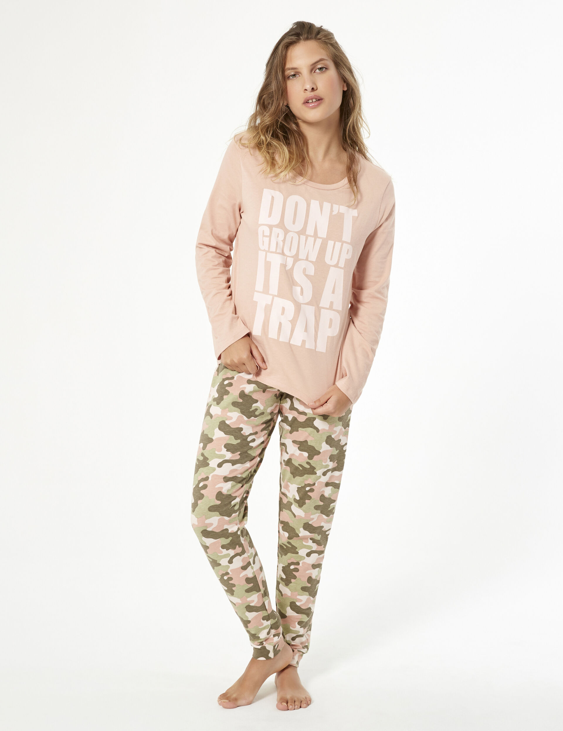 Pyjama set with slogan