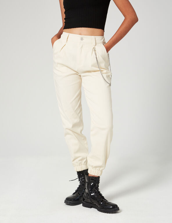Cargo trousers with chain