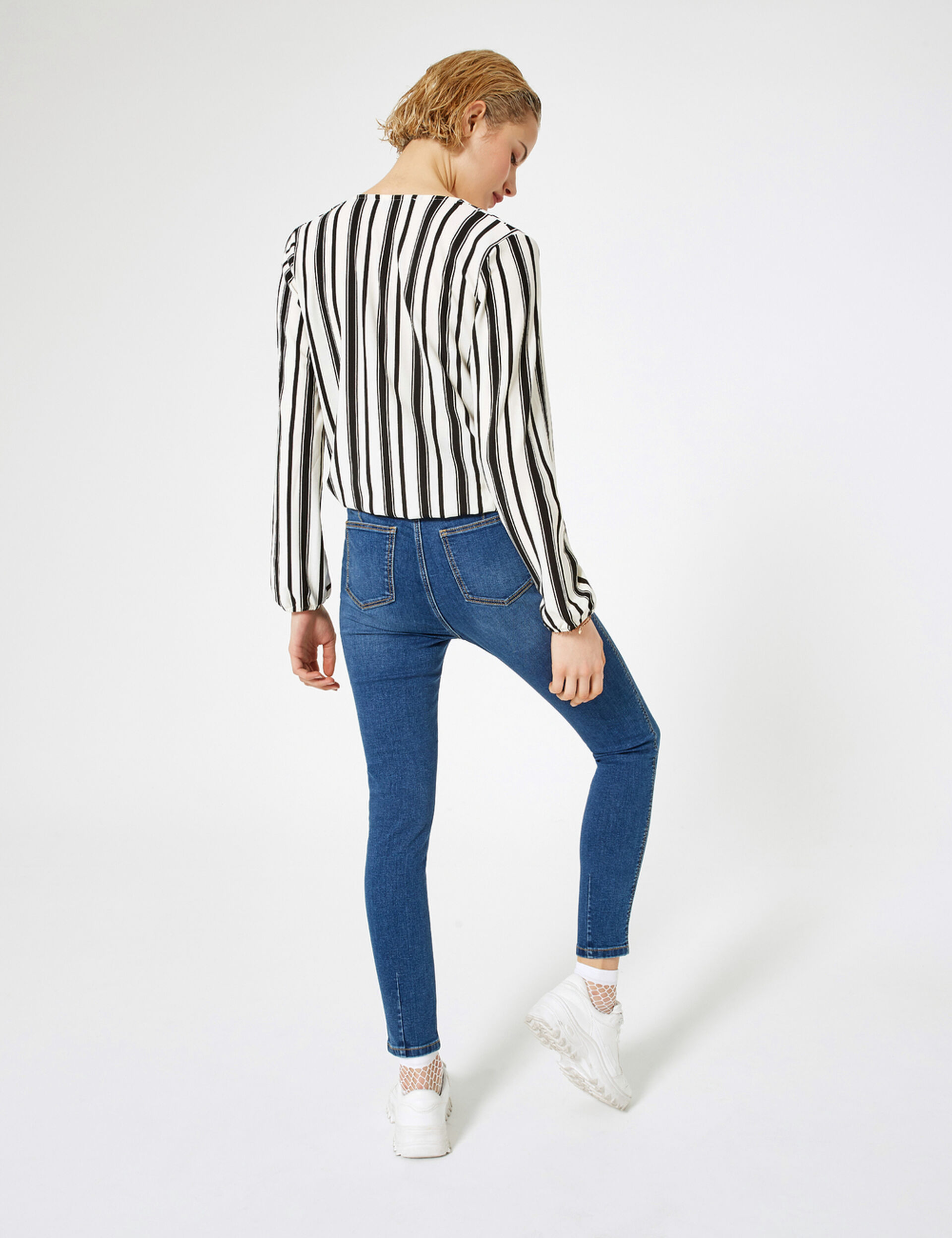 Super high-waisted jeans