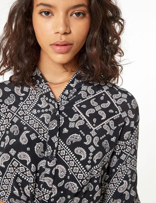 Cropped scarf print shirt