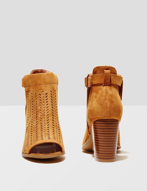bottines suédine perforée camel