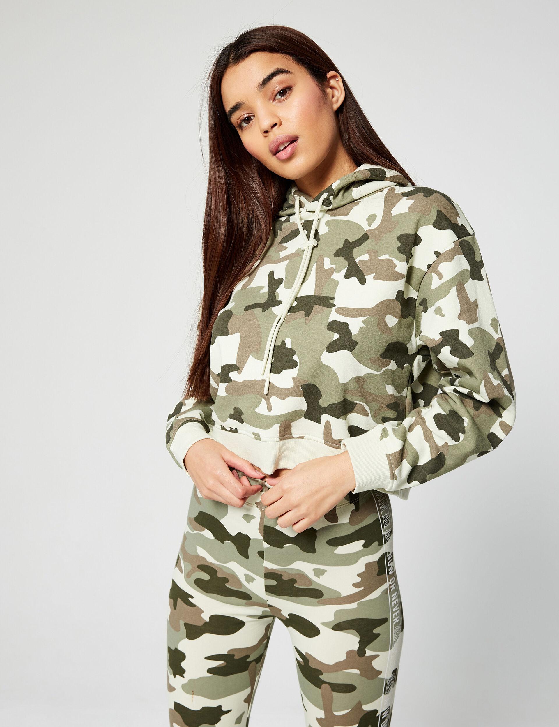 Sweat camouflage à capuche