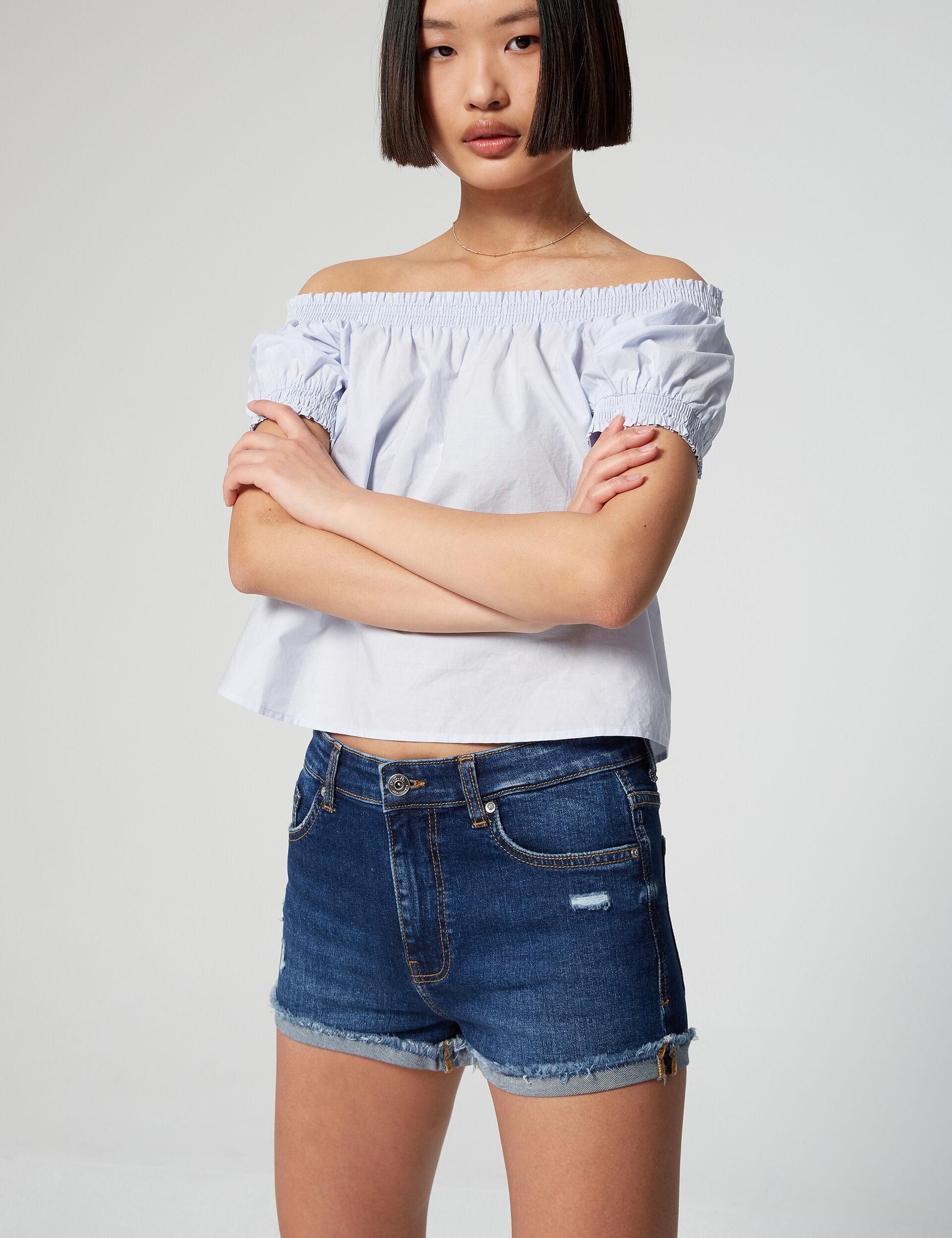 Medium-waisted denim shorts