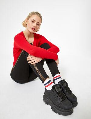 Product Jegging femme, noir, bandes léopard sur les côtés, 2 fausses poches devant, 2 poches dos, fermeture zippée boutonnée.  Photos retouchéesMarque Jennyfer Catégorie jeans