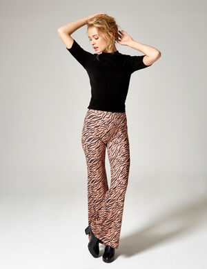 Product Pantalon moulant femme, camel et noir, motif zebre, coupe flare, taille élastiquée. Photos retouchéesMarque Jennyfer Catégorie pantalons