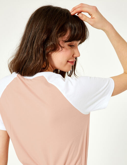 Light pink and white two-tone T-shirt with text design detail