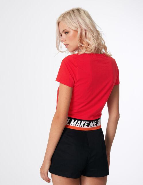 tee-shirt à message rouge