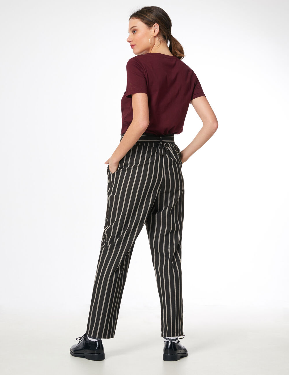 pantalon ray avec ceinture noir et blanc femme jennyfer. Black Bedroom Furniture Sets. Home Design Ideas