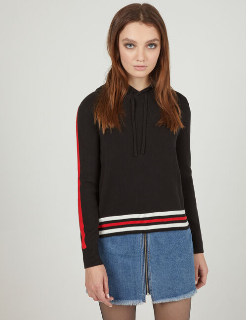 pull à capuche noir et rouge