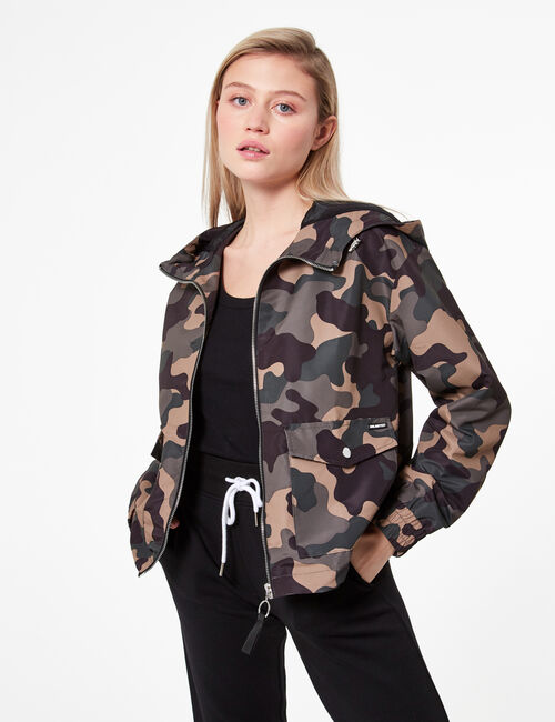 Waterproof camouflage jacket