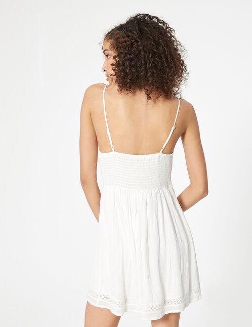robe à boutons et dentelle écrue