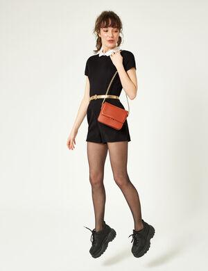 Product Combishort femme, noir, col blanc, fermeture goutte dos et zip invisible dos, manches courtes. Photos retouchéesMarque Jennyfer Catégorie combinaisons