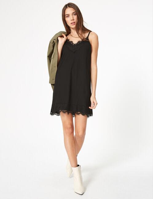 robe ajustée avec dentelle noire