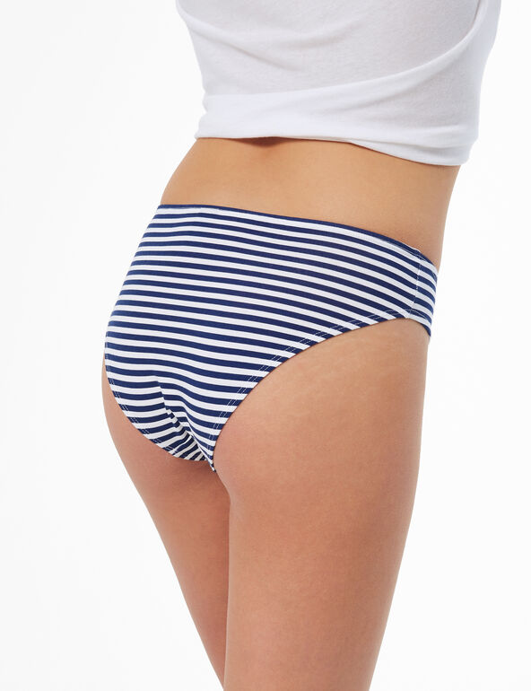Shorty briefs with text design detail
