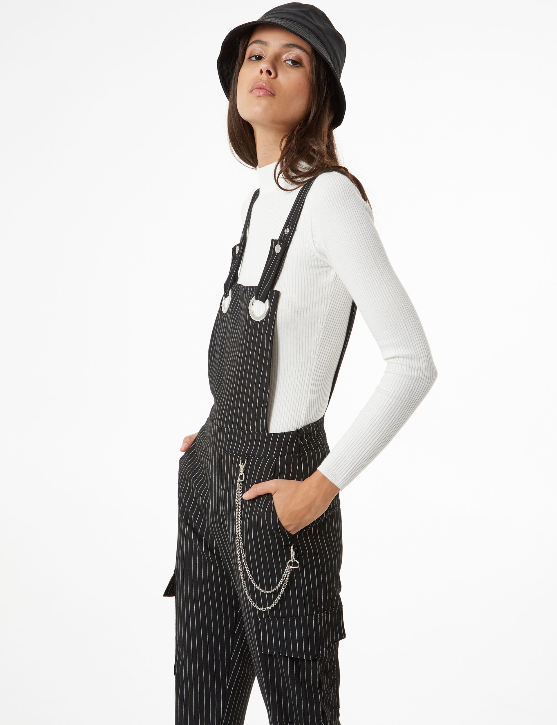 Cargo dungarees with chain