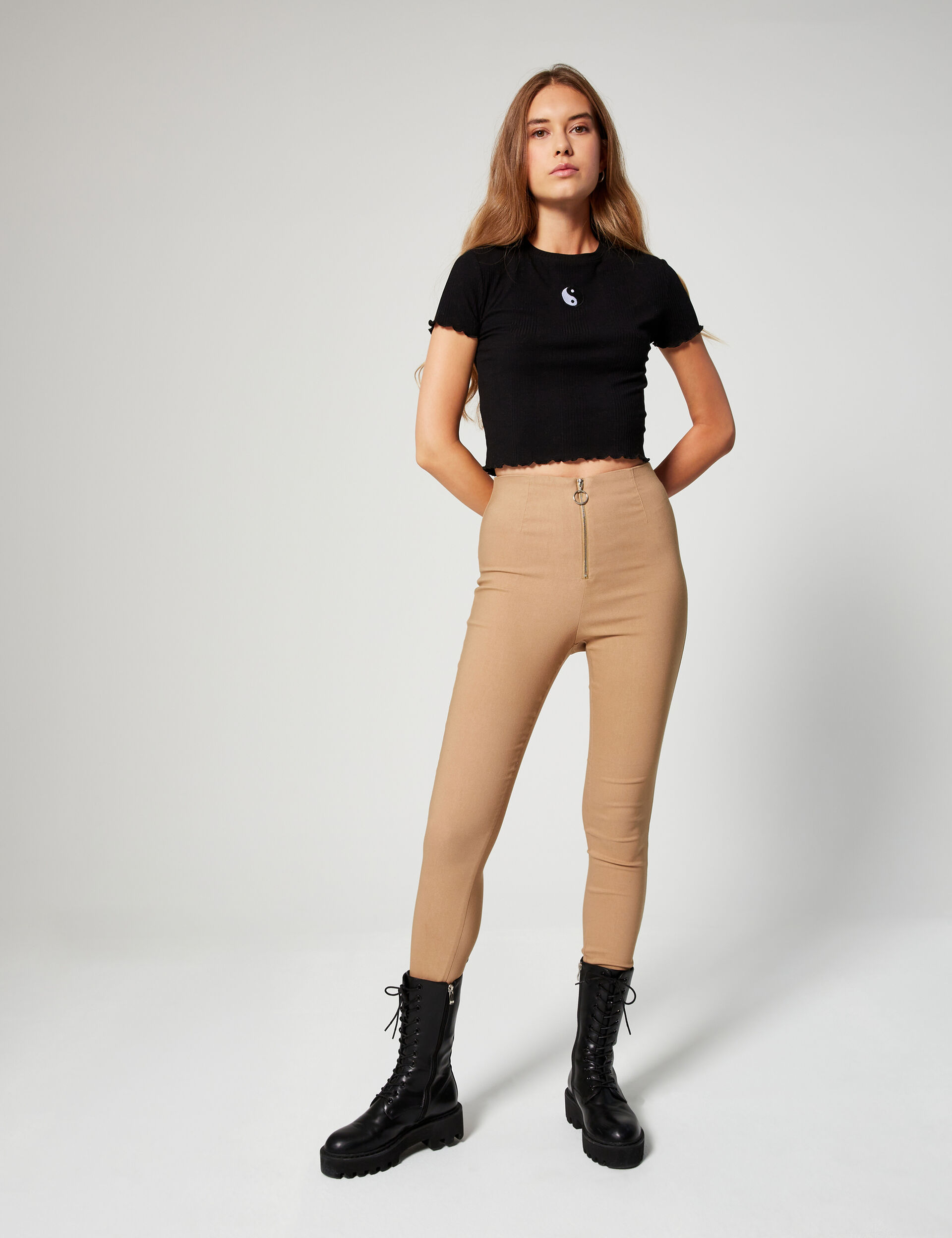 Trousers with buckle