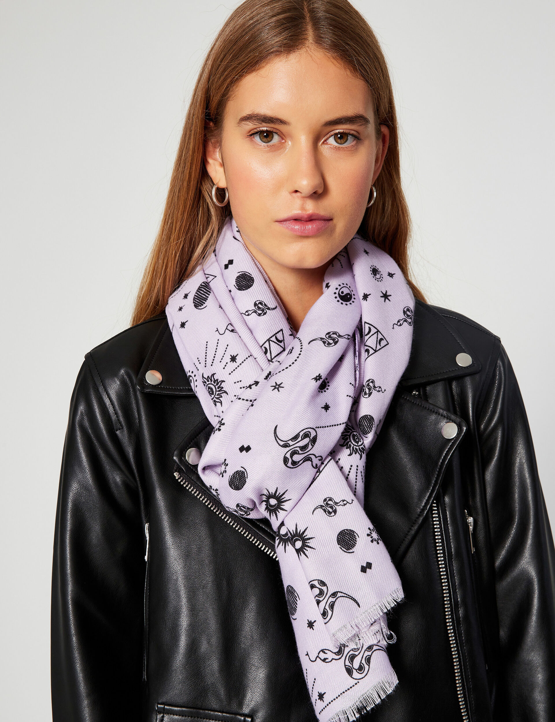 Patterned printed scarf